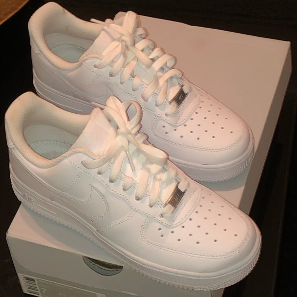 Women white Nike Air Force ones size 7